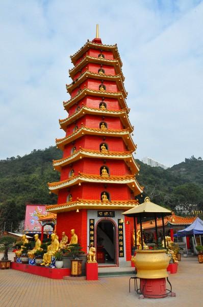 Монастырь Десяти тысяч Будд, пагода