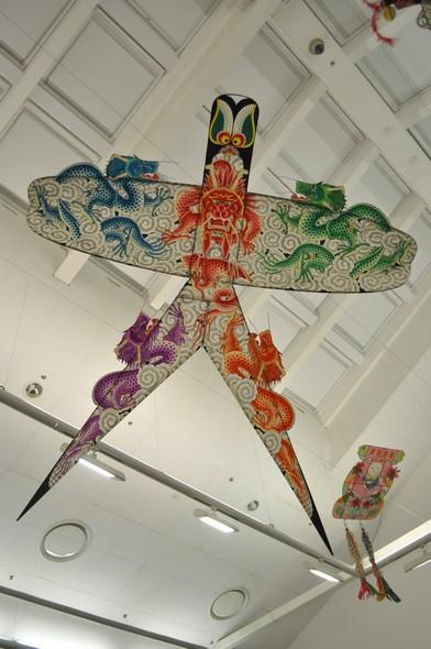 Ласточка с пятью драконами. 2002. Пекин